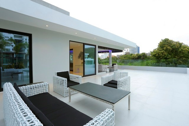 House for sale Pratumnak Hill Pattaya showing the rooftop terrace