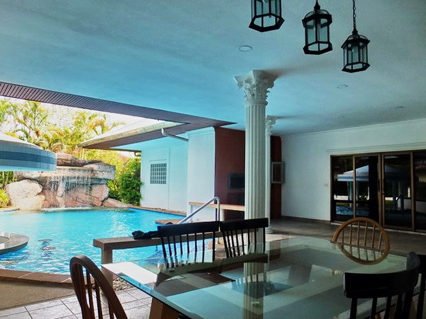 House for rent East Pattaya showing the terrace and BBQ area