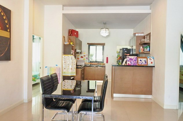 House for sale East Pattaya showing the dining and kitchen areas