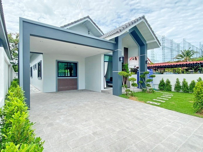 House for sale East Pattaya showing the house and covered terrace