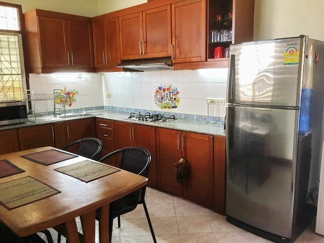 House For Sale East Pattaya showing the dining kitchen