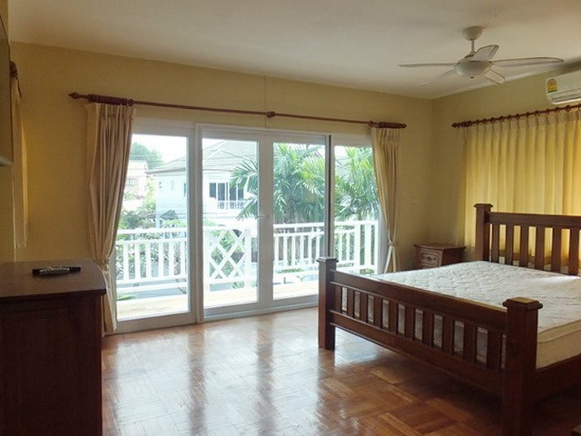 House for sale East Pattaya showing the master bedroom with balcony
