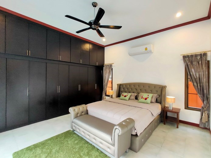 House for sale East Pattaya showing the master bedroom with built-in wardrobes
