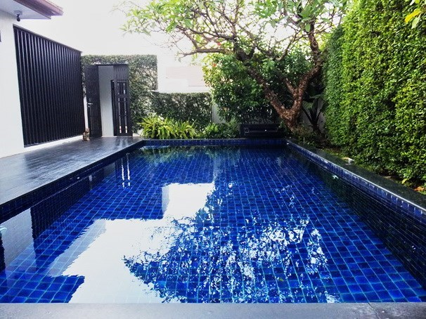 House for sale East Pattaya showing the private pool