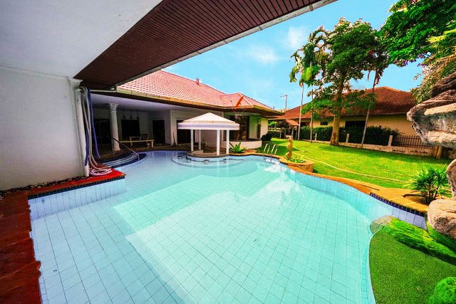 House for rent East Pattaya showing the swimming private pool