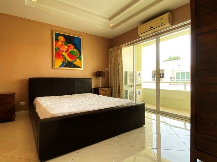House for sale East Pattaya showing the second bedroom and balcony