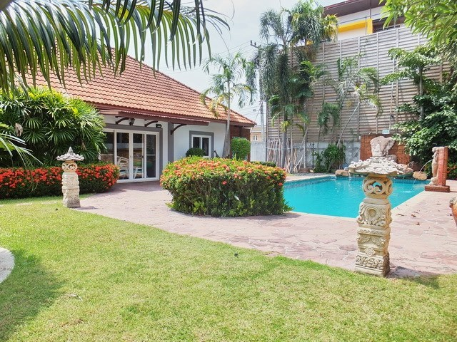 House for sale East Pattaya showing the house, terraces and pool