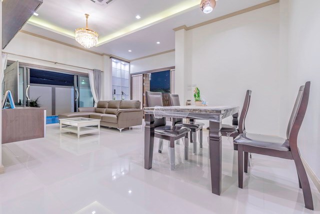 House for sale Pattaya Mabprachan showing the dining and living areas