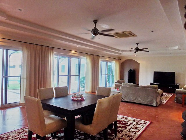House for sale East Pattaya showing the dining area with pool view