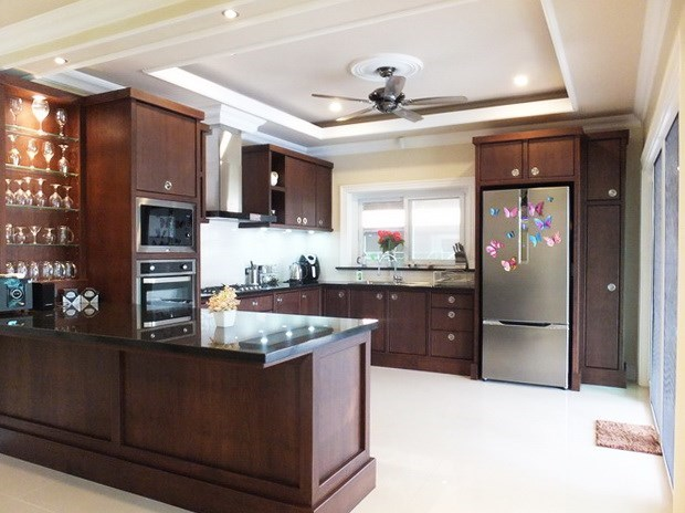 House for sale Nongpalai Pattaya showing the kitchen
