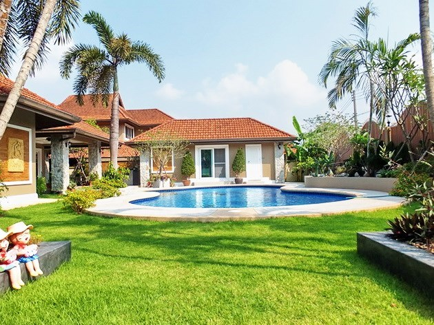 House for sale Nongpalai Pattaya showing the pool and guest house