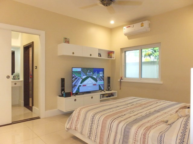 House for sale Nongpalai Pattaya showing the second bedroom suite with walk-in wardrobes