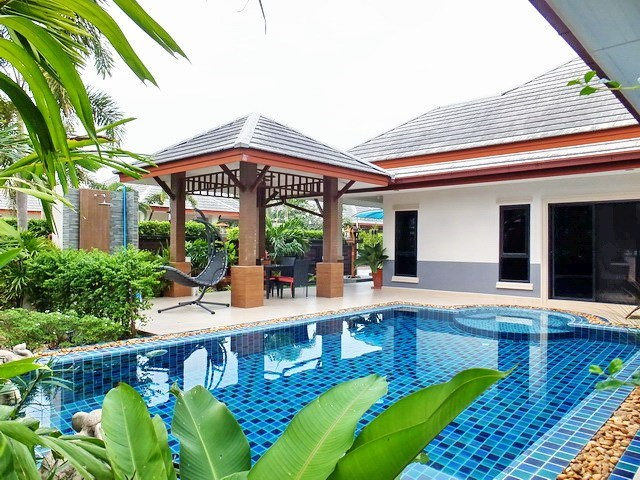 House for Sale Pattaya showing the house, garden and pool