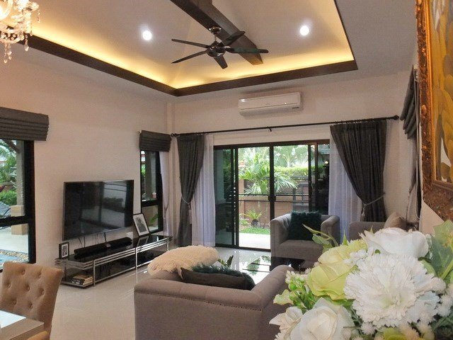 House for Sale Pattaya showing the living room