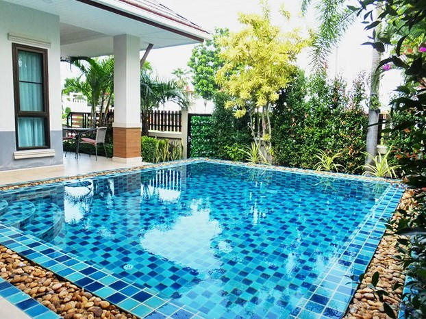 House for sale Pattaya showing the pool and terraces