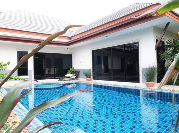 House for Sale Pattaya showing the pool and terrace
