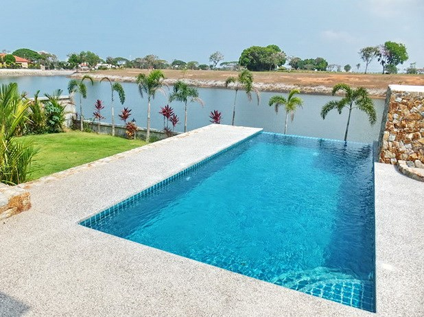 House for sale Pattaya showing the private pool, garden and lake view