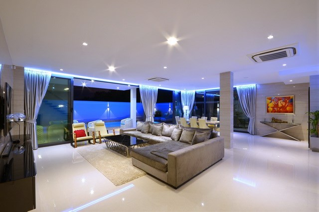 House for sale Pratumnak Pattaya showing the large open plan living area