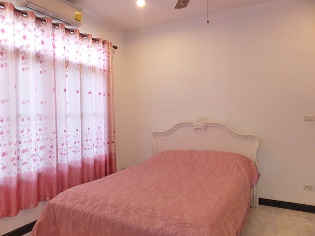 House for sale Pattaya Bangsaray showing the second bedroom