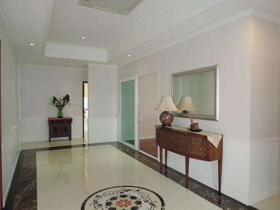House for Rent Jomtien Park Villas Pattaya showing the hallway