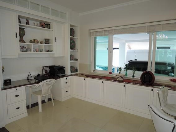 House for Rent Jomtien Park Villas Pattaya showing the office area