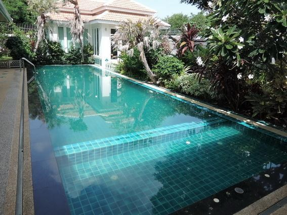 House for Rent Jomtien Park Villas Pattaya showing the private pool