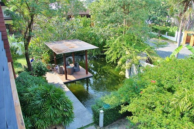 House for sale Pattaya Horseshoe Point showing the gazebo and pond