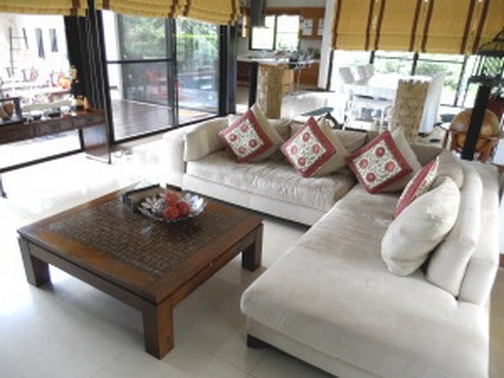 House for sale Pattaya Horseshoe Point showing the living area