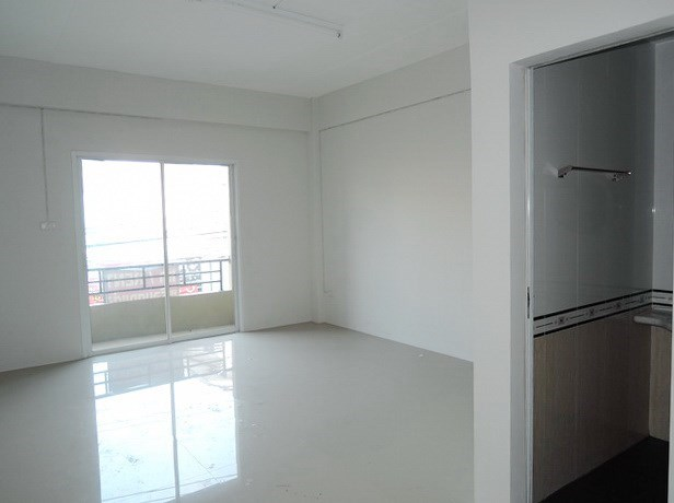 Shop House for Sale Pattaya showing a bedroom