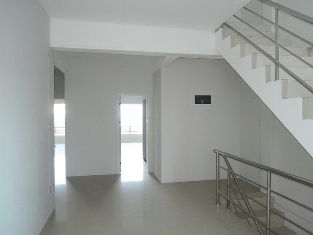 Shop House for Sale Pattaya showing the first floor landing area