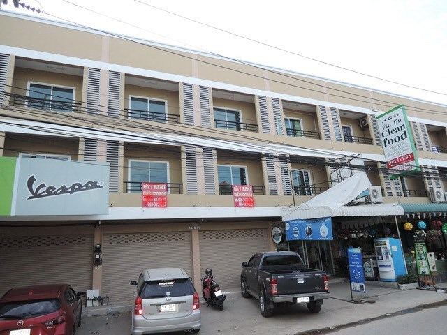 Shop House for Sale Pattaya showing the road frontage